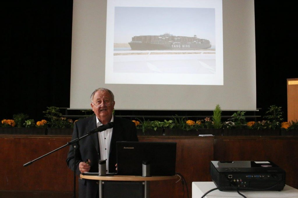 Dr. Friedhold Hoppert beim Festvortrag 2018. Bildrechte: OTZ / Olliver Nowak